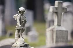 Ритуальные услуги идут в ногу со временем: вскоре на московских кладбищах можно будет забронировать место через интернет.